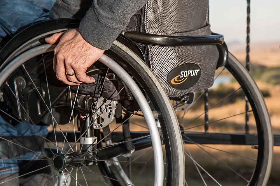 Podjazd do wóżka inwalidzkiego – dofinansowanie likwidacji barier dla osób niepełnosprawnych