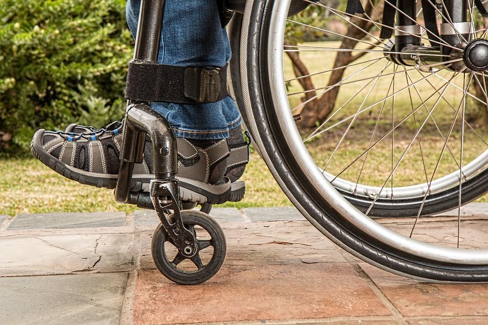 Podjazd do wózka inwalidzkiego – jaki wybrać?