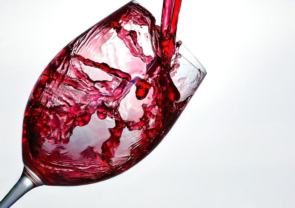 Lampka czerwonego wina i jej wpływ na nasz organizm