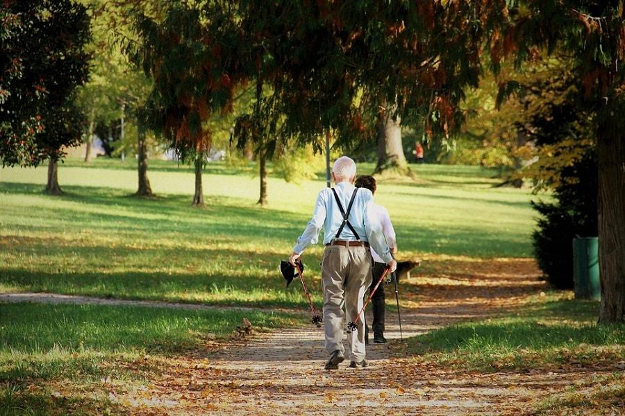 Proste aktywności fizyczne na co dzień dla seniorów